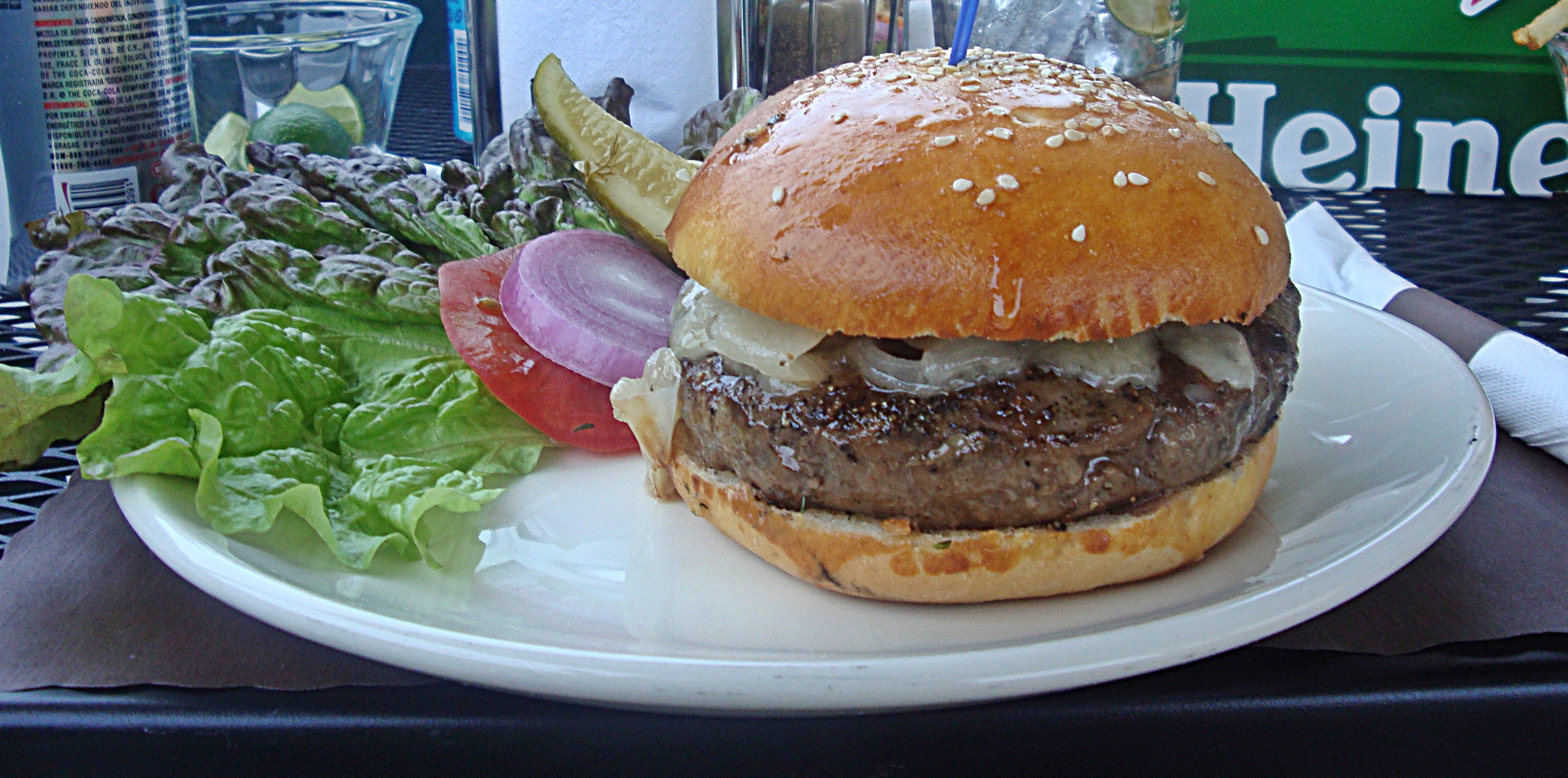 Table De Jardin Burger > As Close As You Can Come To A Perfect Burger In San Miguel De