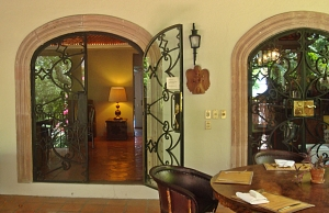 puertecita dining room entrance