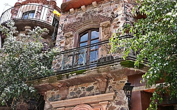 paprika courtyard above