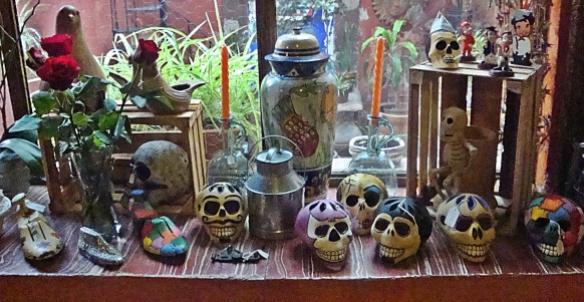 la alborado skull window sill
