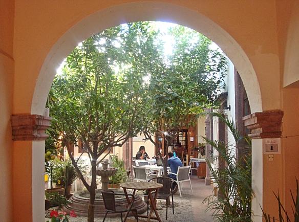 la virundela courtyard